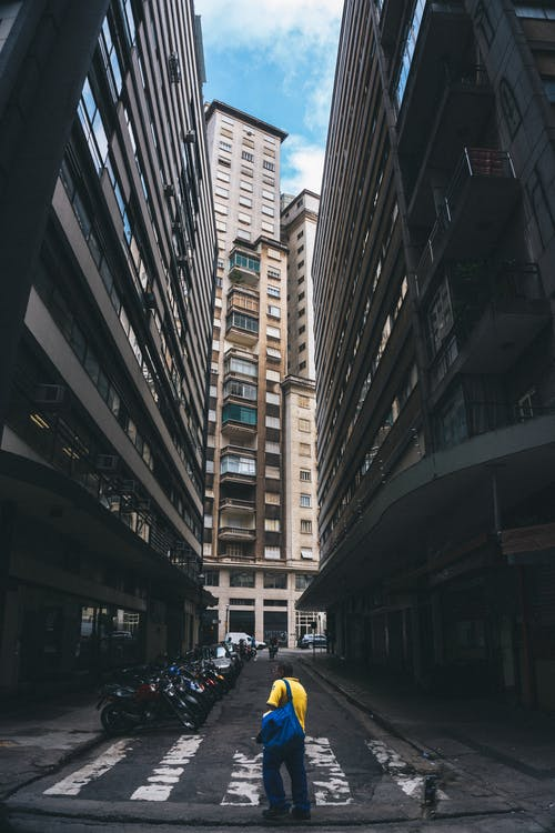 Foto d'estoc gratuïta de a l'aire lliure, arquitectura, asfalt, carrer