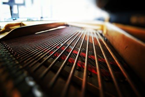 Darmowe zdjęcie z galerii z czarny, czerwony, fortepian, głębokość