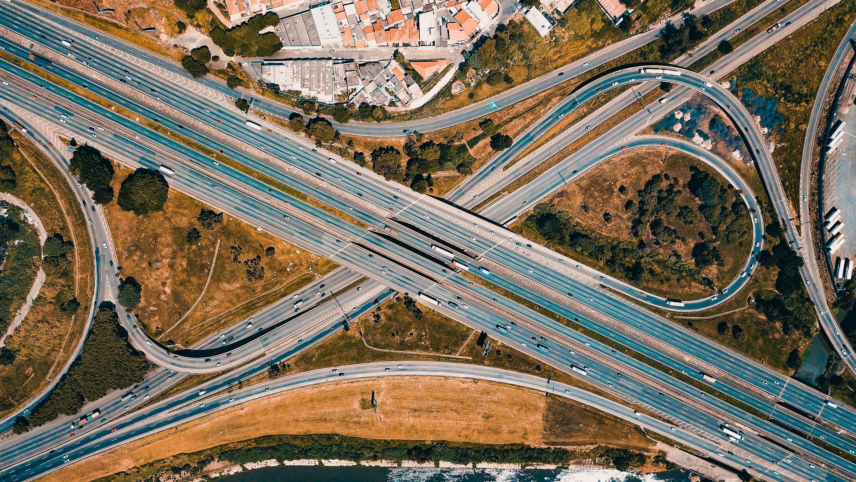 Kostenloses Stock Foto zu architektur, autobahn, autos, bewegung