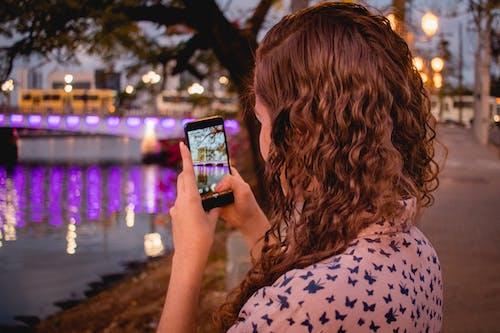 Δωρεάν στοκ φωτογραφιών με instagram, smartphone, αντανάκλαση, αυγή