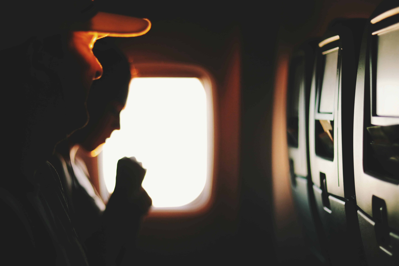 adam, bulanıklık, fotoğrafçılık, hava aracı içeren Ücretsiz stok fotoğraf