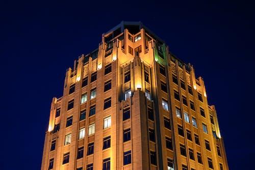 Kostnadsfri bild av arkitektur, byggnad, fönster, kväll