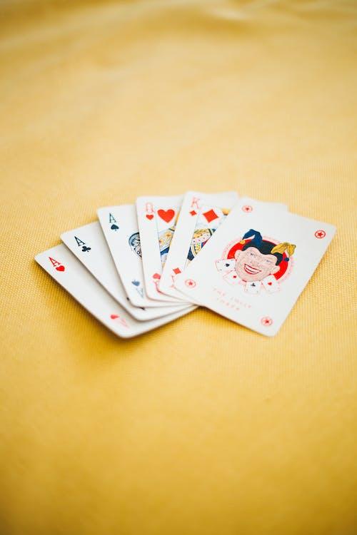 Ilmainen kuvapankkikuva tunnisteilla apila, ässä, jokeri, kortinpeluu