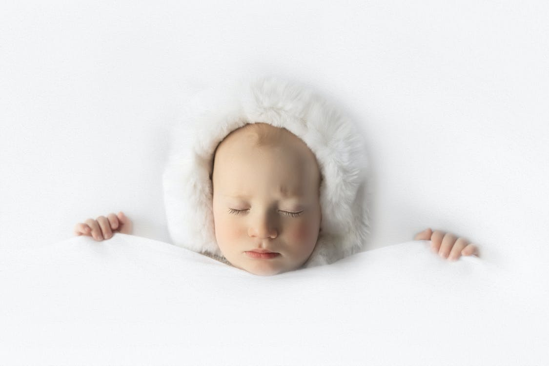bebê, dormindo, esquimó