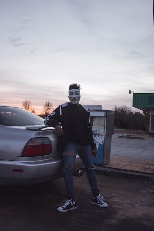 auto, chlap fawkes maska, chlápek
