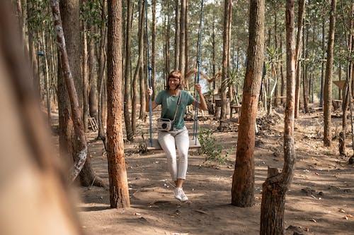 成人, 搖擺, 有吸引力, 森林 的 免费素材照片