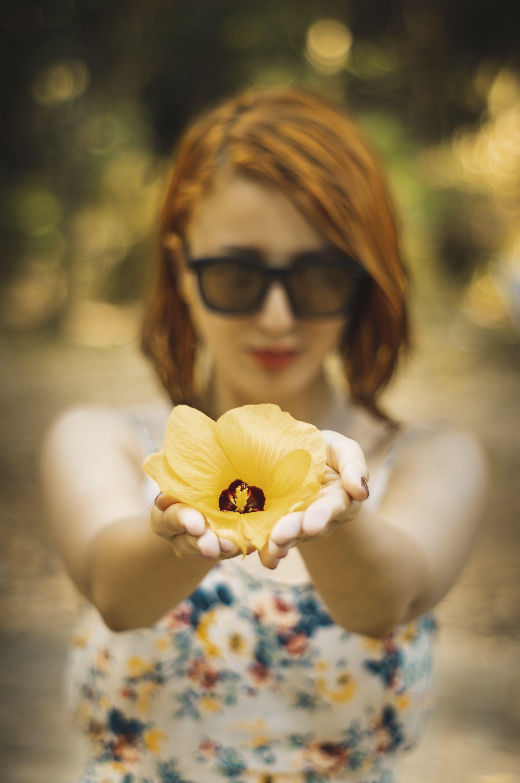 Foto d'estoc gratuïta de bonic, color, concentrar-se, dama