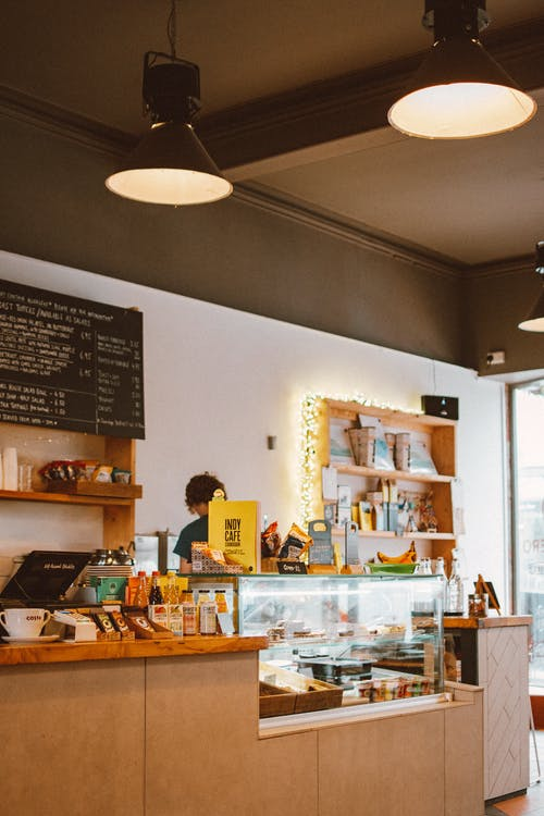 Immagine gratuita di bancone, caffetteria, dentro, interni