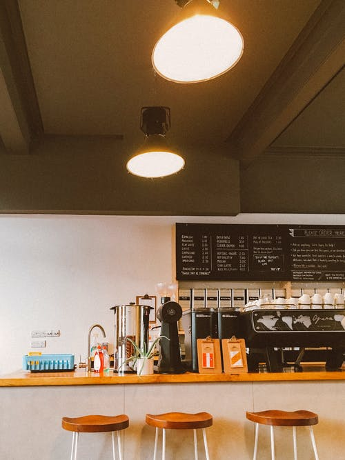 Immagine gratuita di architettura, caffetteria, interior design, lampade