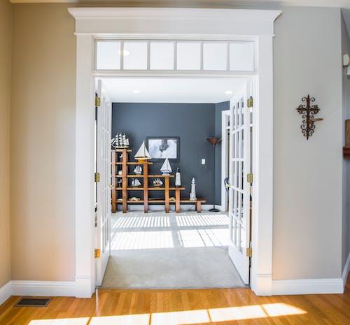 Gratis lagerfoto af boligindretning, design, døråbning, døre
