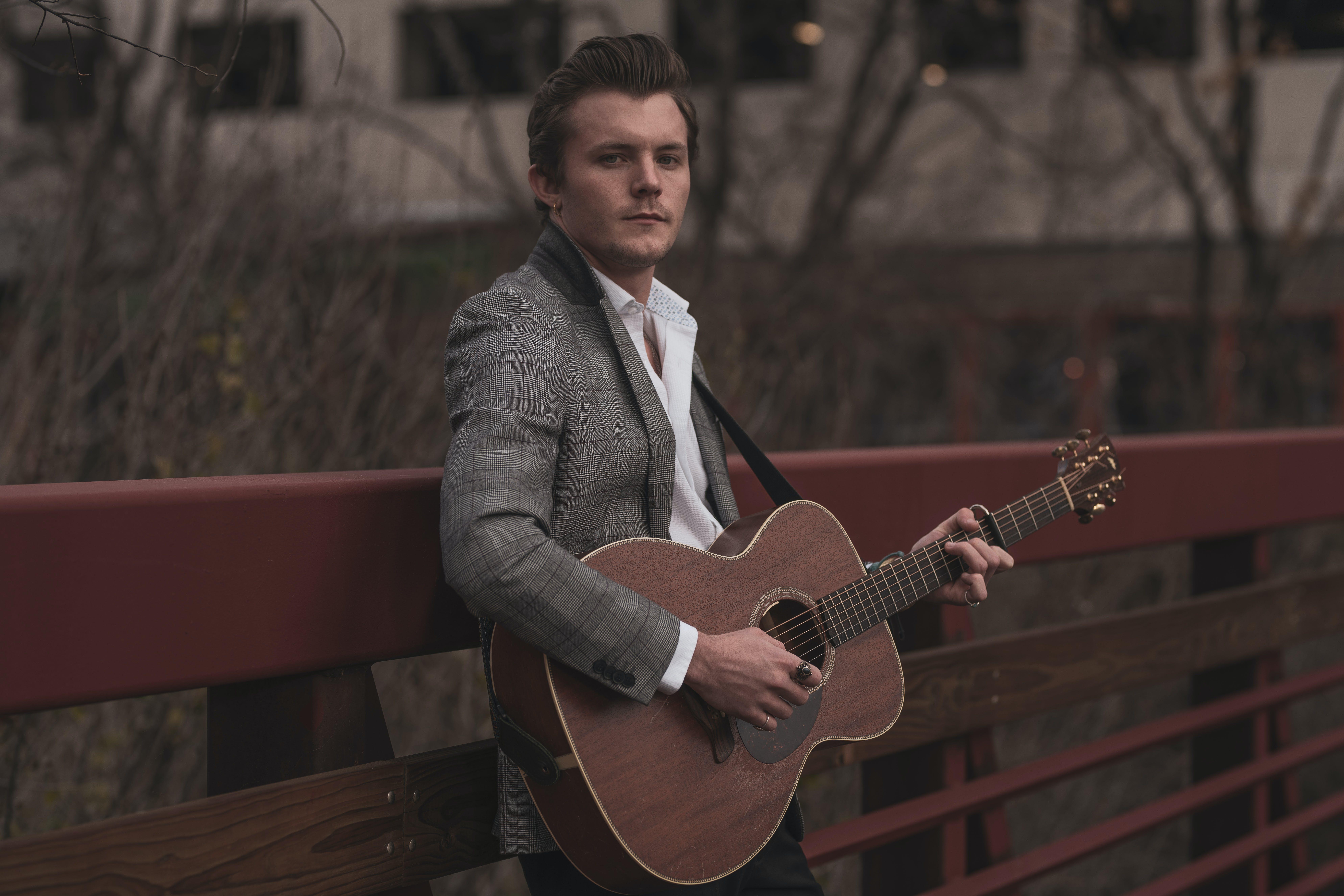 Kostenloses Stock Foto zu dressman, entertainment, erholung, gitarre