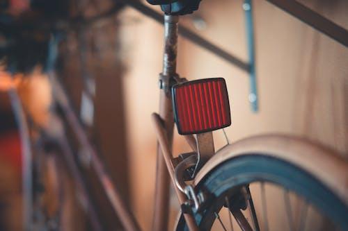 Безкоштовне стокове фото на тему «іржавий, відбивач, великий план, велосипед»
