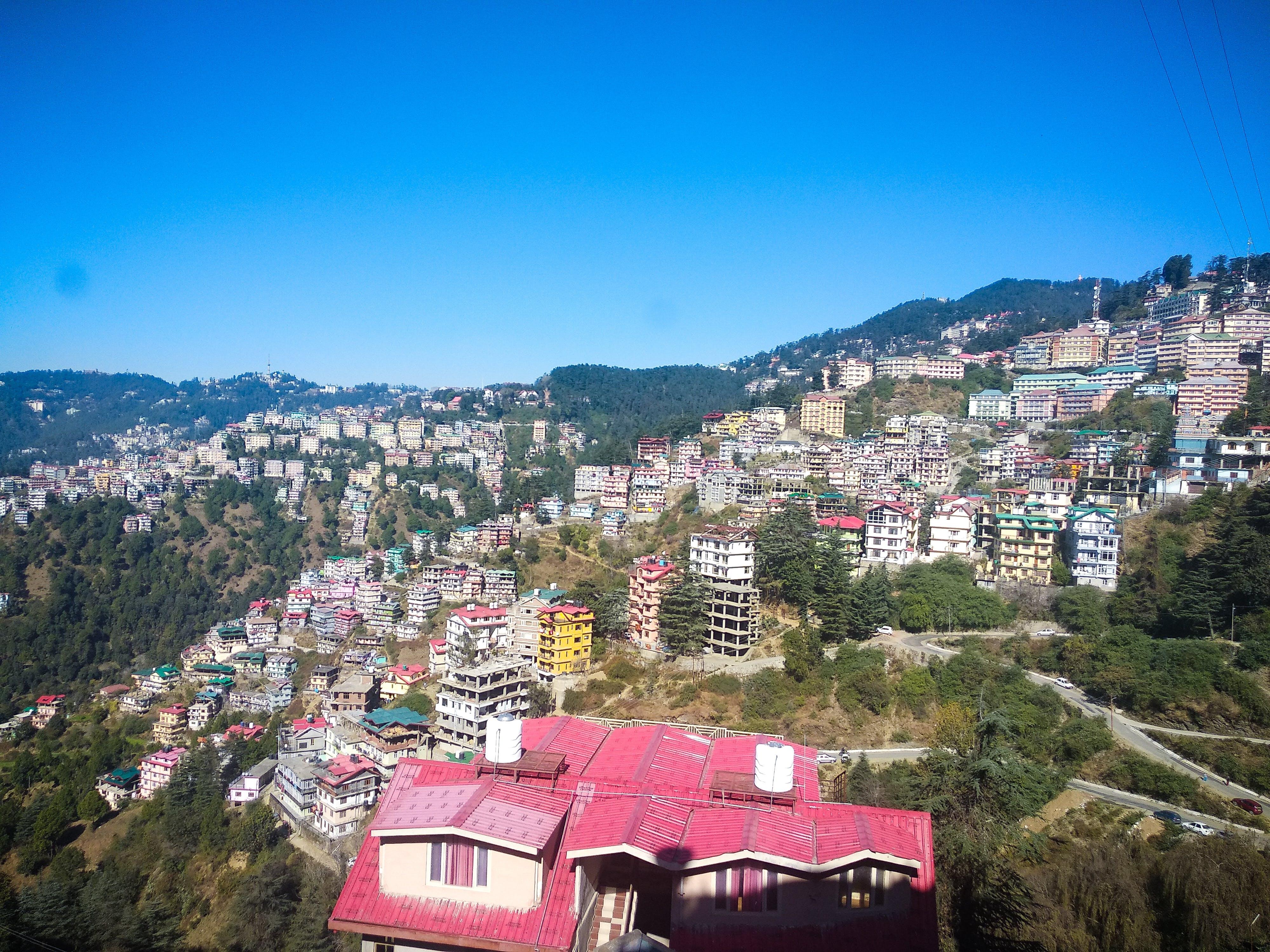 건물, 소도시, 언덕, 자연 배경의 무료 스톡 사진