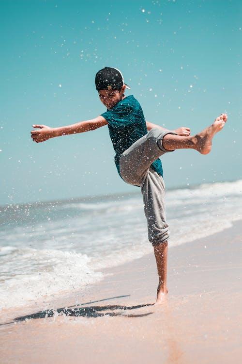 Fotobanka sbezplatnými fotkami na tému breh, chlapec, more, morský breh
