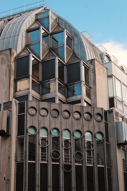 Gratis arkivbilde med arkitektonisk design, arkitektur, blå himmel, bygning