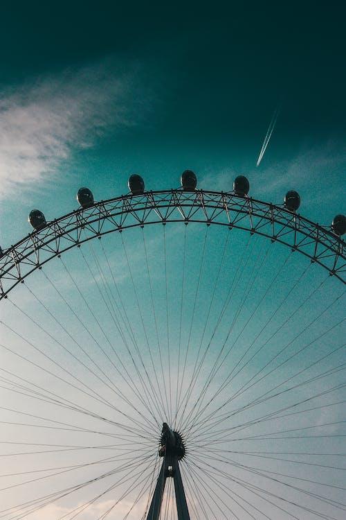 Безкоштовне стокове фото на тему «жаб'яча перспектива, оглядове колесо, фотографія з низьким кутом»