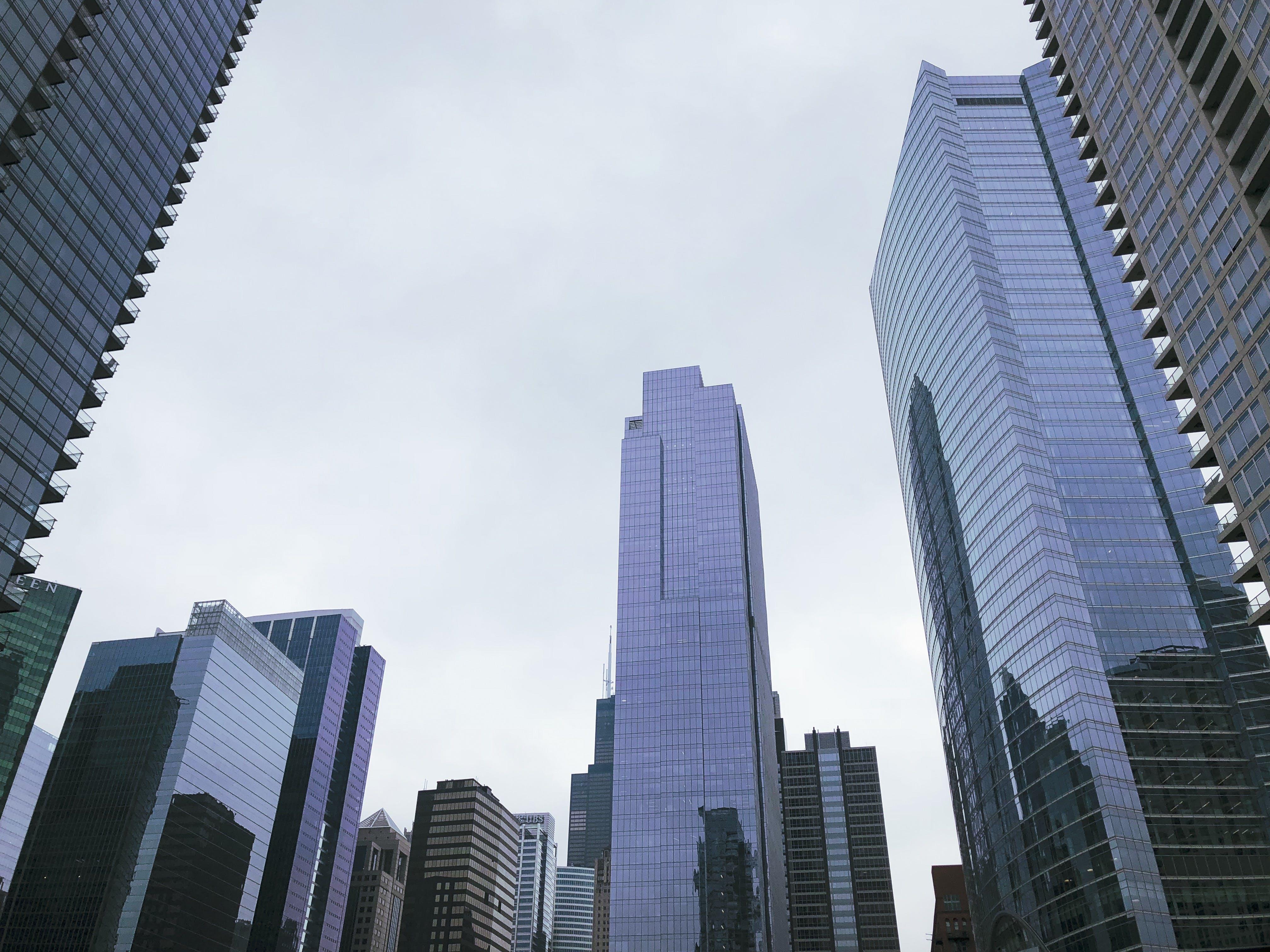 Gratis stockfoto met architectuur, eigentijds, fotografie met lage hoek, gebouwen
