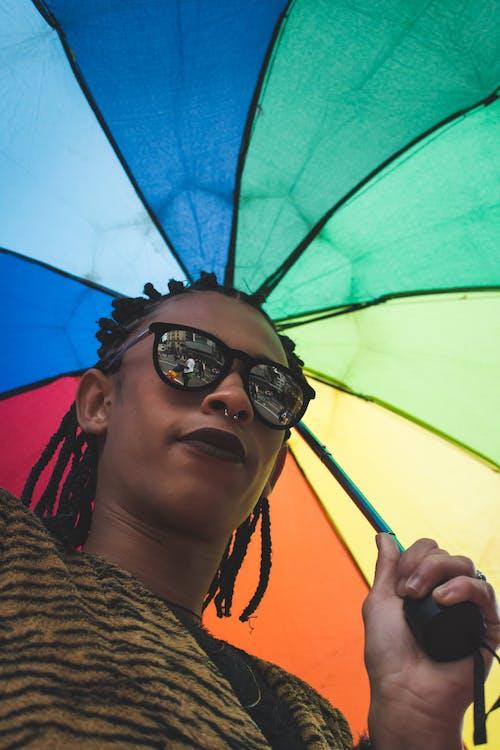Ingyenes stockfotó alacsony szögű felvétel, álló kép, divat, esernyő témában