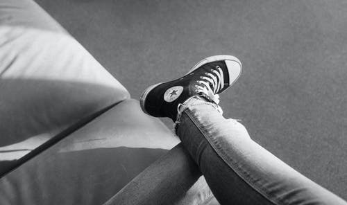 Immagine gratuita di bianco e nero, calzature, casual, converse