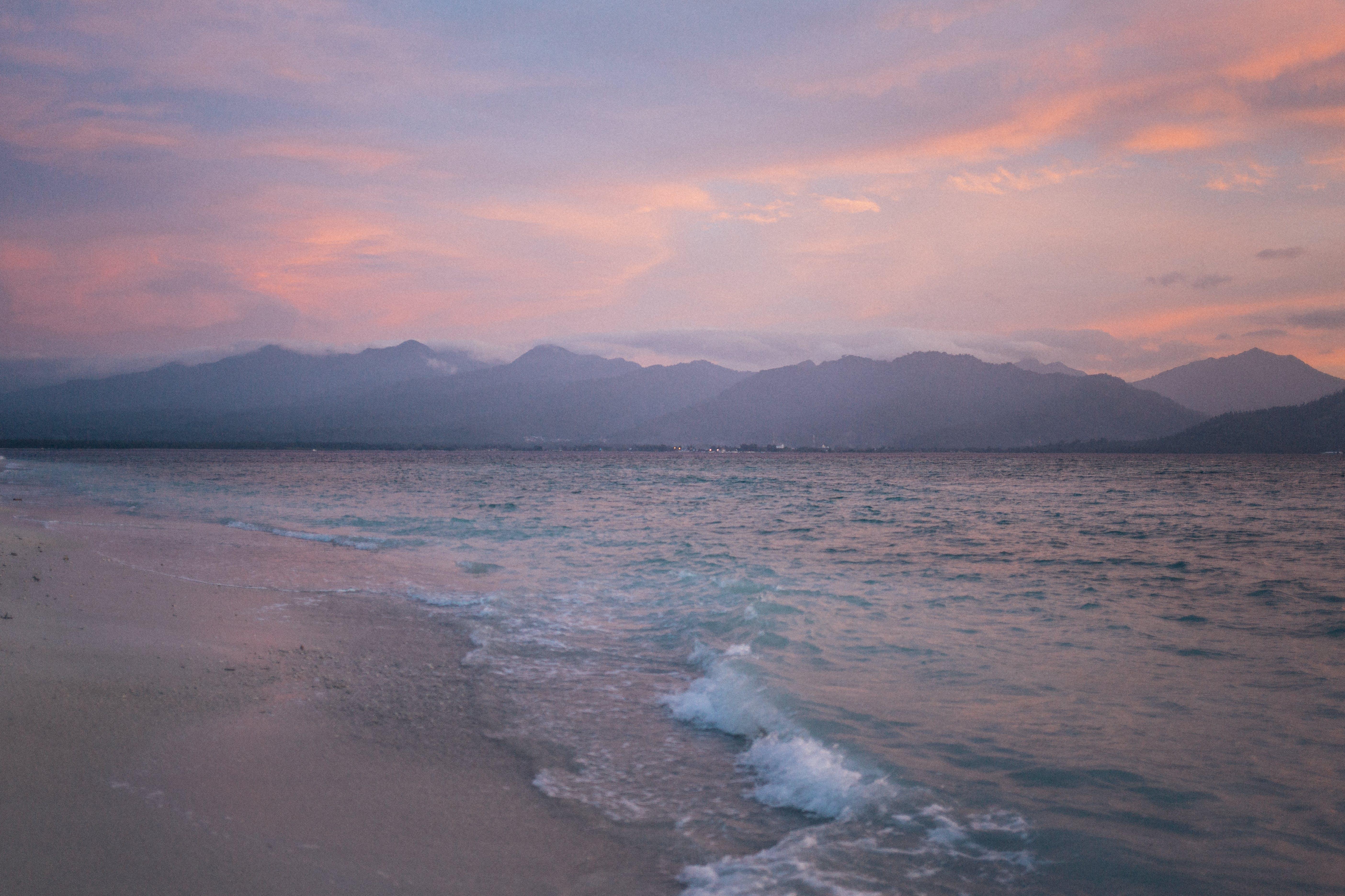 Gratis lagerfoto af 4k-baggrund, bjerge, bjergkæde, bølger