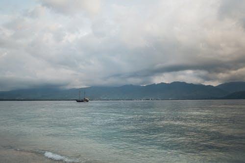 Gratis lagerfoto af bjerg, hav, havudsigt, morgengry