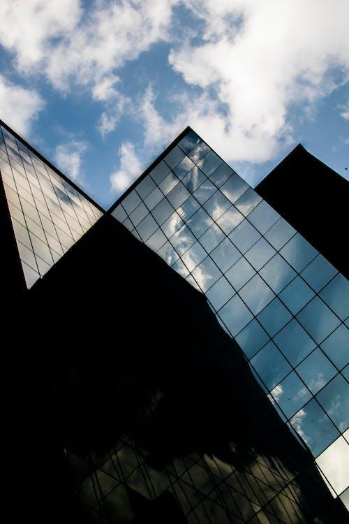 Foto d'estoc gratuïta de cel, edifici, núvol, ombra