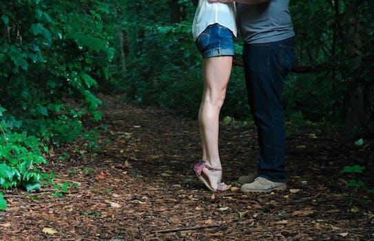 Foto de archivo libre de dos, amor, gente, besos