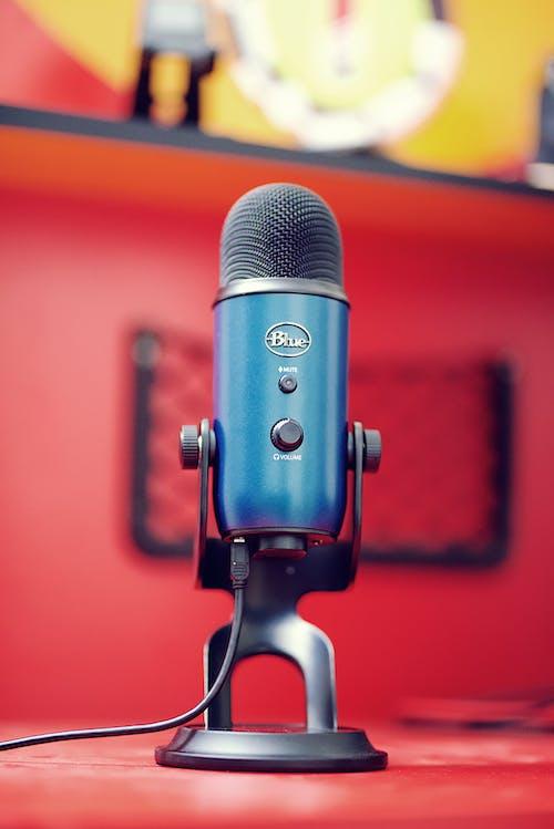 Безкоштовне стокове фото на тему «yeti, мікрофон, синій»