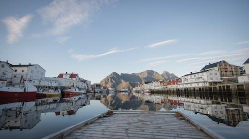 Základová fotografie zdarma na téma hory, město, modrá obloha, moře