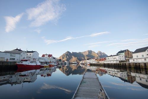 Gratis stockfoto met bergen, blauwe lucht, h2o, haven