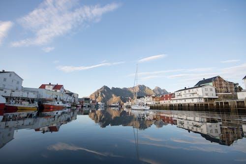 Gratis stockfoto met bergen, blauwe lucht, dok, h2o