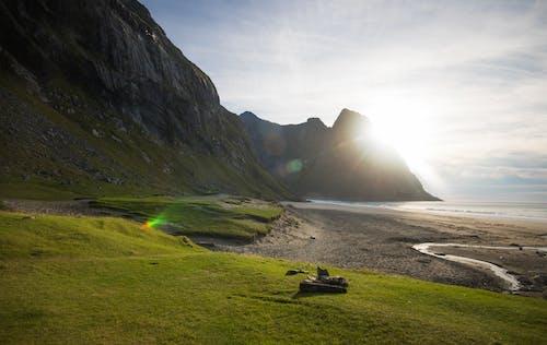 adımlar, boyalı dağlar, çadır, çim içeren Ücretsiz stok fotoğraf