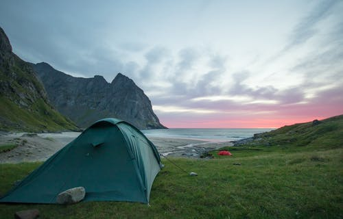adımlar, çadır, çim, coulds içeren Ücretsiz stok fotoğraf
