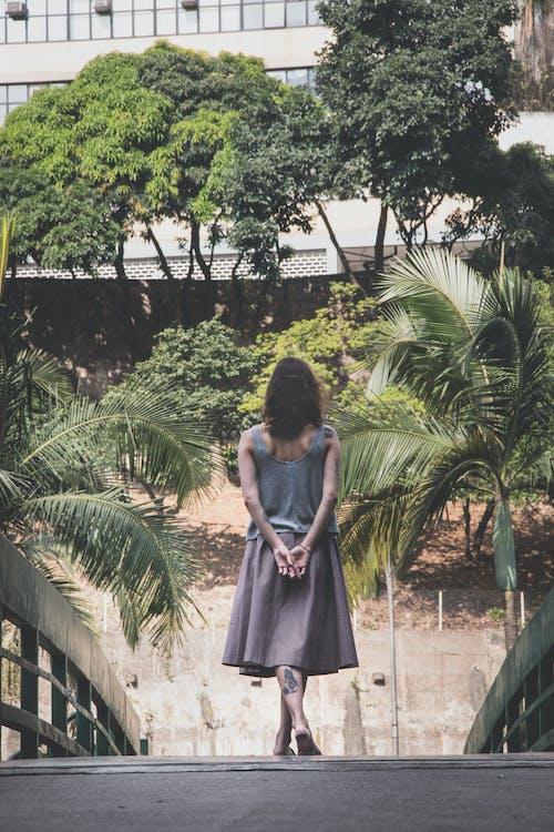 Fotobanka sbezplatnými fotkami na tému budova, chôdza, človek, drevený most