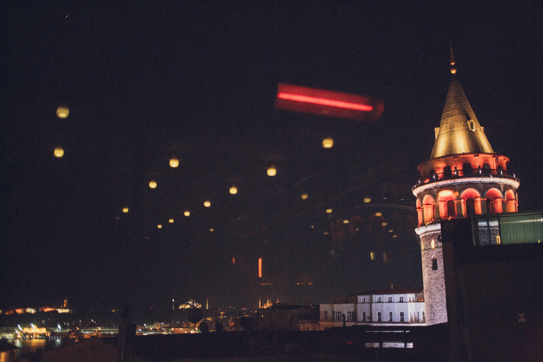Kostenloses Stock Foto zu abend, architektur, beleuchtet, beleuchtung