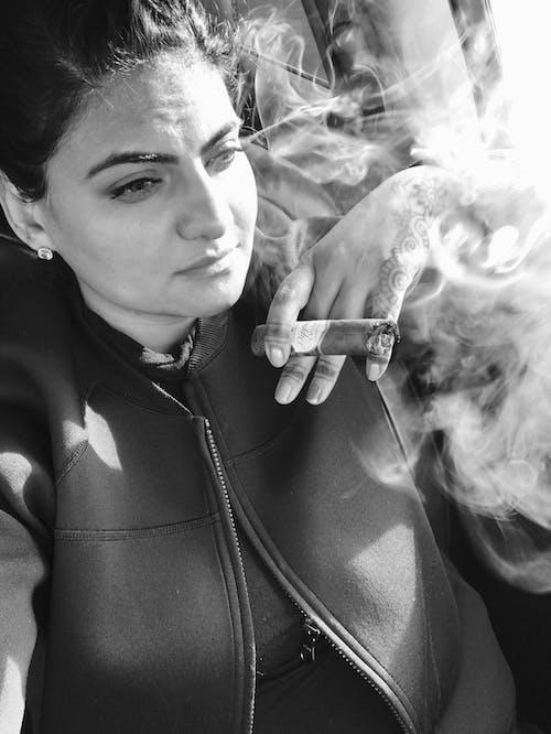 Foto d'estoc gratuïta de fum de cigar