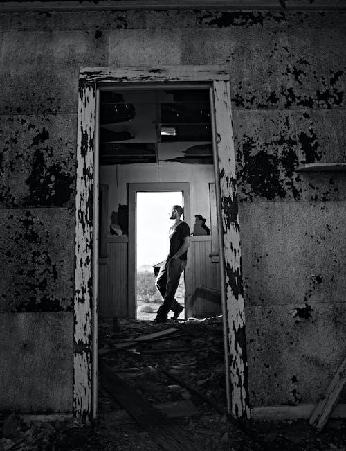 Fotos de stock gratuitas de blanco y negro, depresión, hombre, lamentar