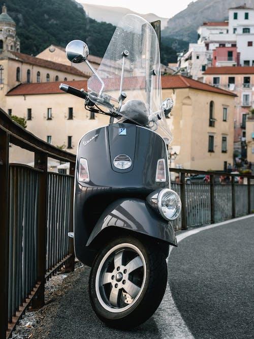 Fotos de stock gratuitas de aparcado, asfalto, automotor, barandilla