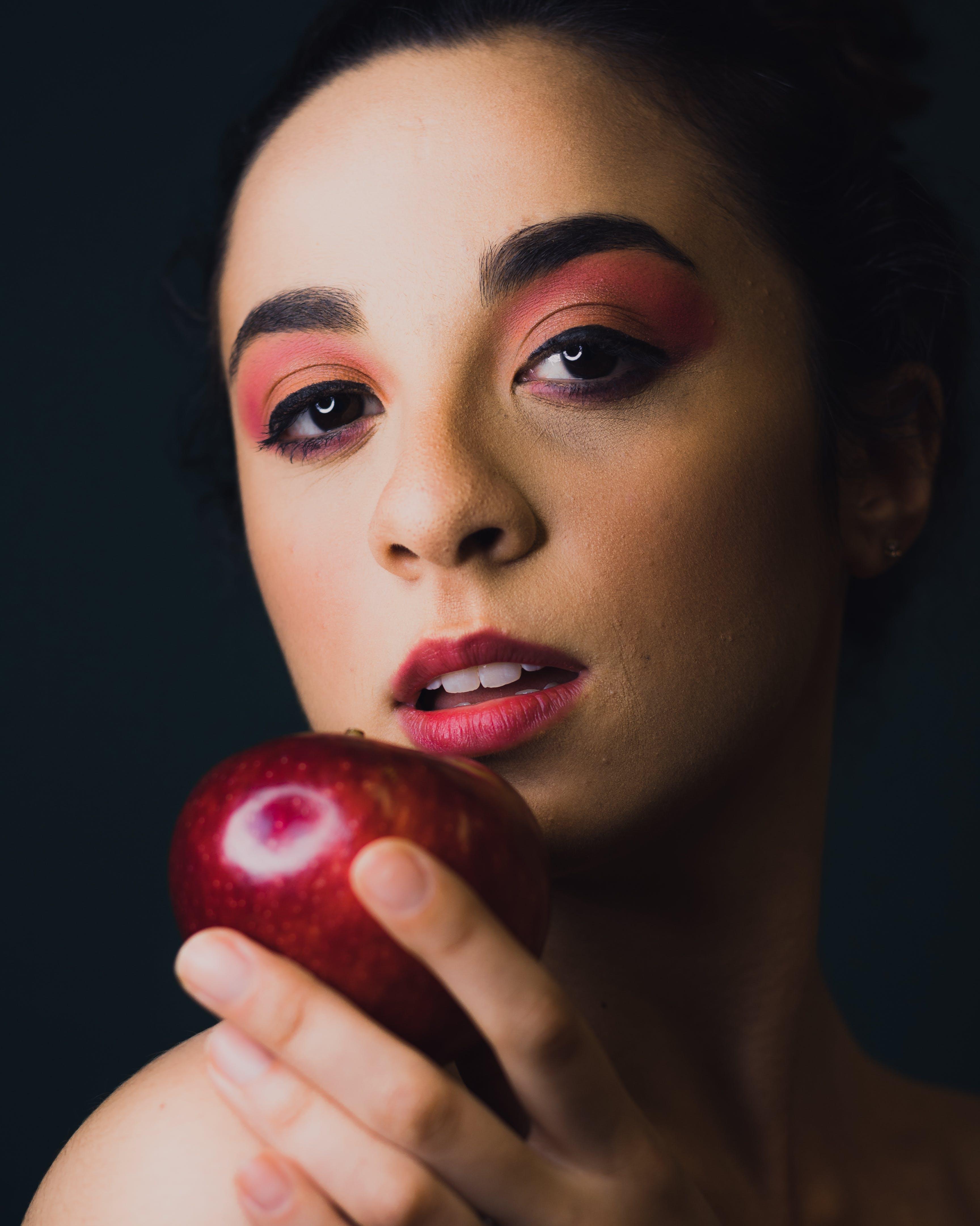 Darmowe zdjęcie z galerii z apple, atrakcyjny, ciemny, czarne tło