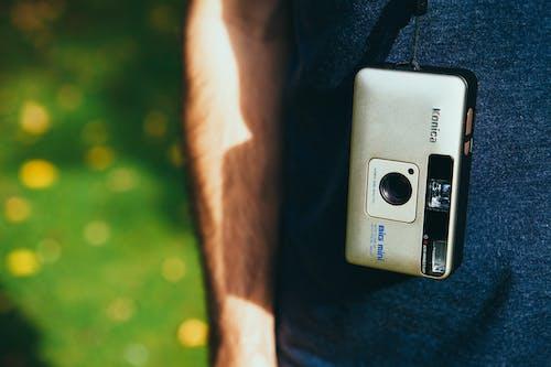 Gratis lagerfoto af amatør, analogt kamera, årgang, fotograf