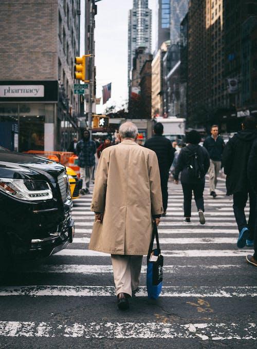 Ingyenes stockfotó aszfalt, átkelés, autó, boltok témában