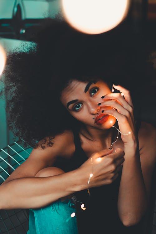 Ilmainen kuvapankkikuva tunnisteilla afro, afroamerikkalaiset naiset, aikuinen, asento