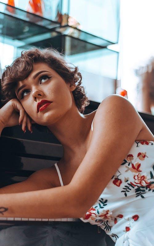 Fotos de stock gratuitas de actitud, bonito, expresión facial, glamour