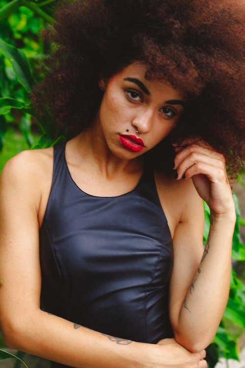 Immagine gratuita di acconciatura, afro, alla ricerca, attraente