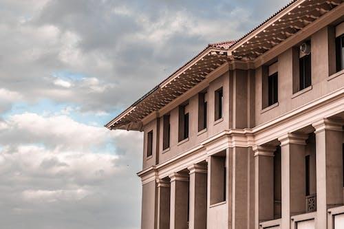 Fotos de stock gratuitas de arquitectura, arquitectura moderna, cielo, columnas