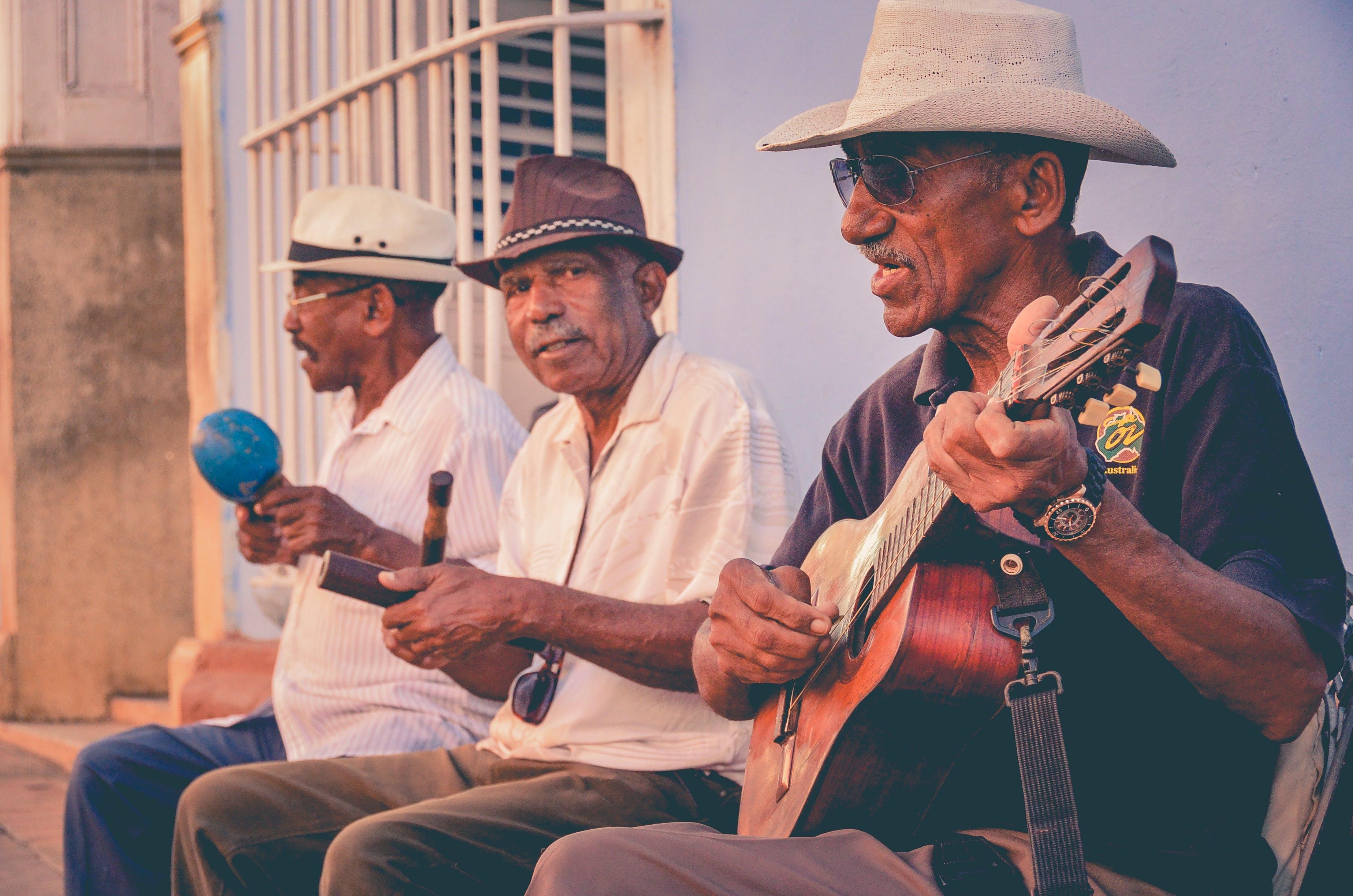 erkekler, gitar, grup, ihtiyar içeren Ücretsiz stok fotoğraf