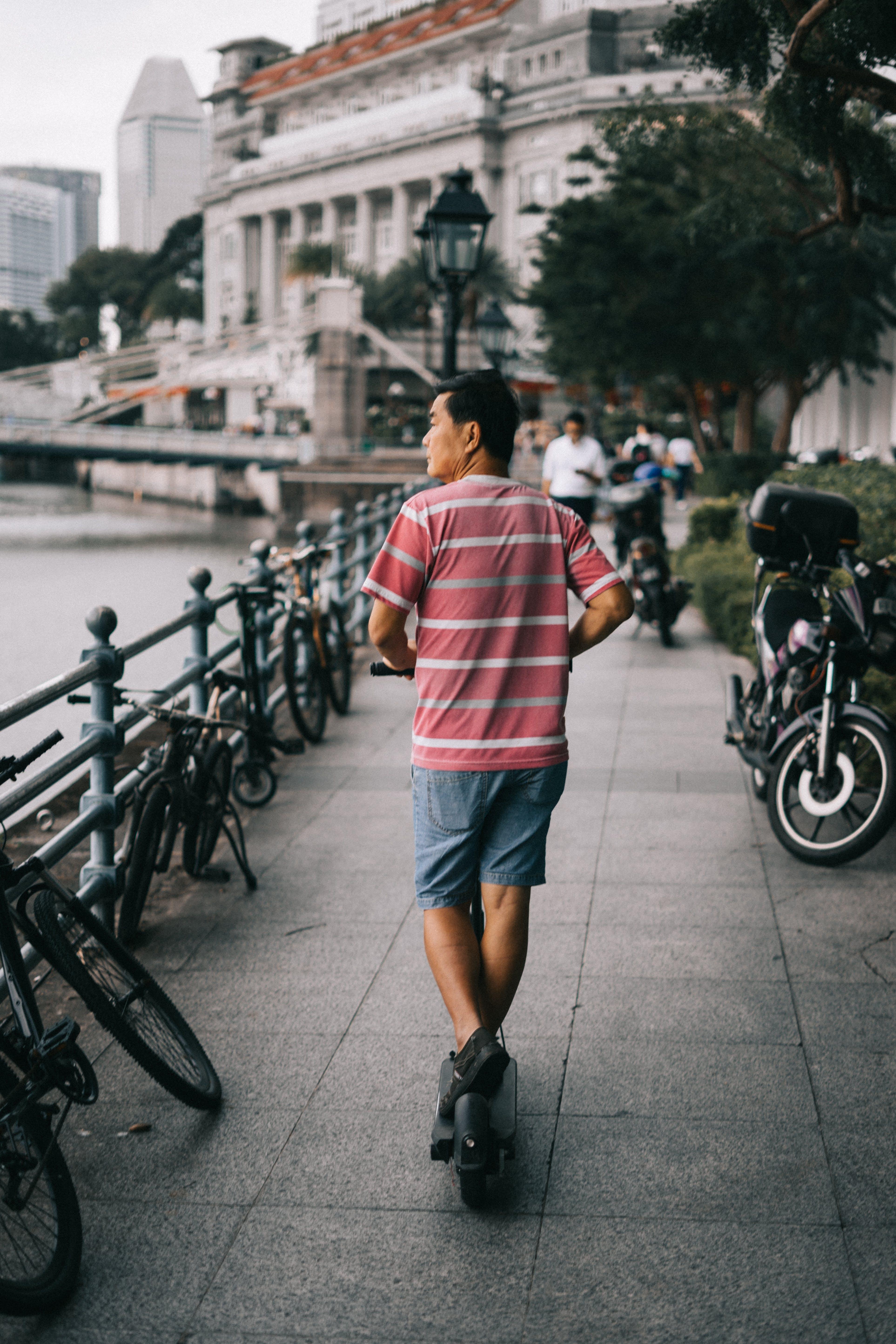 人, 小型摩托車, 路面 的 免費圖庫相片