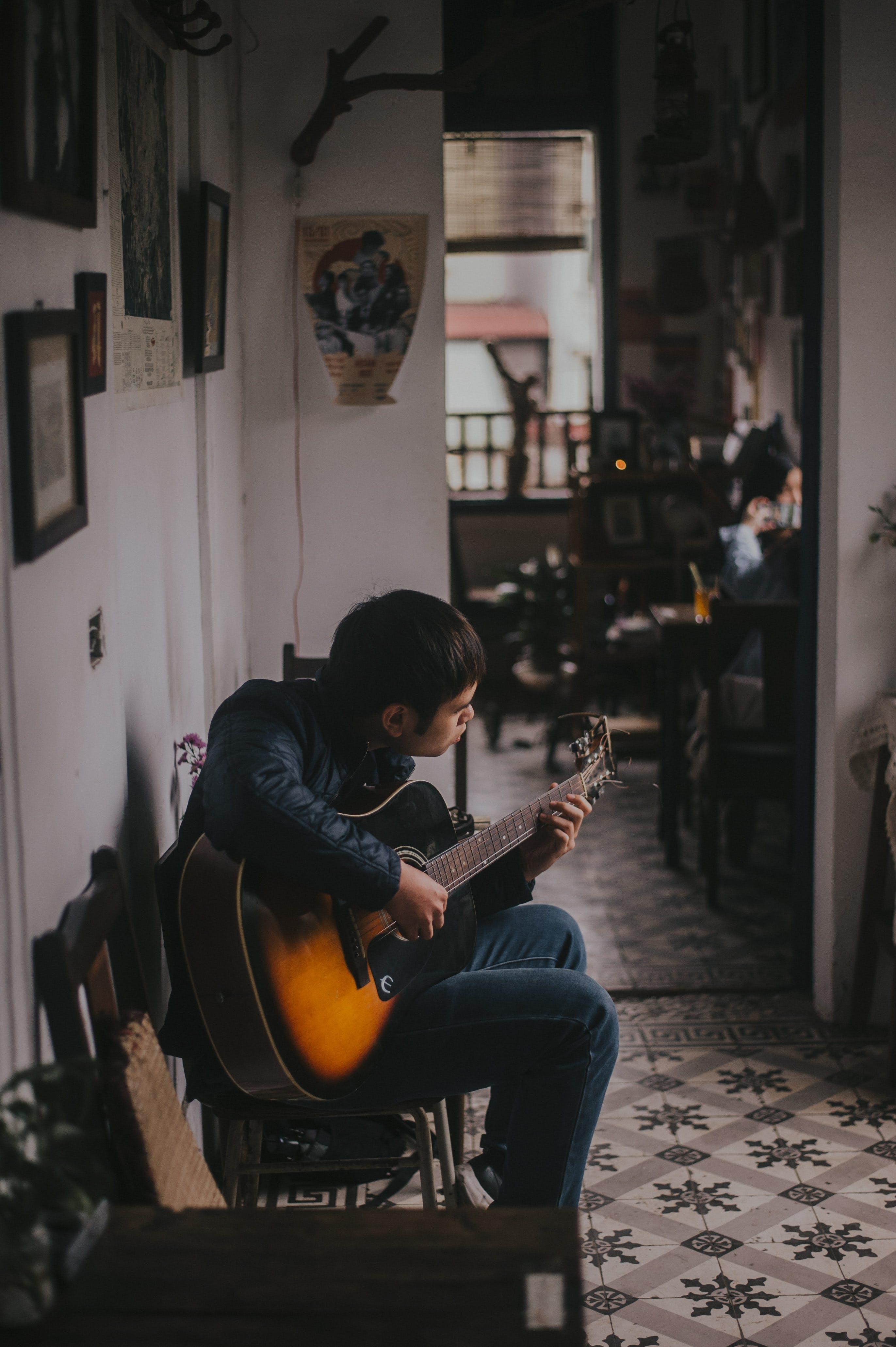 Fotobanka sbezplatnými fotkami na tému človek, gitara, gitarista, hudba