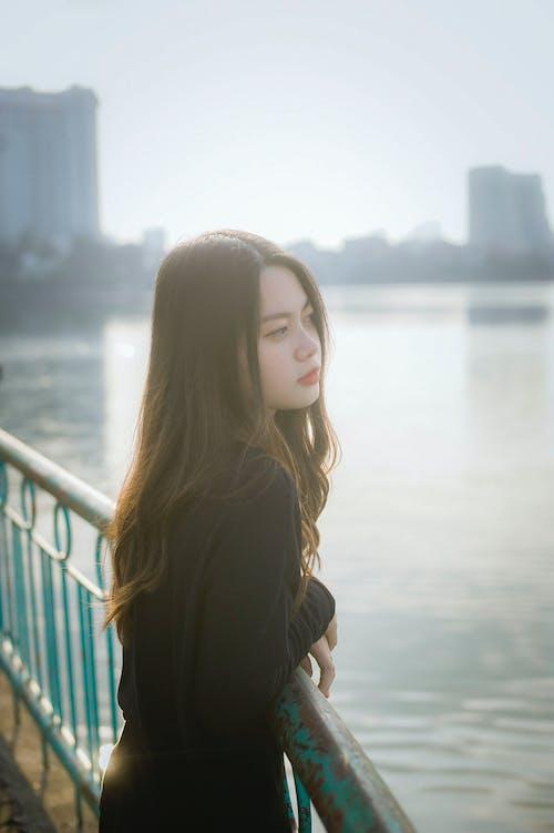 Gratis arkivbilde med asiatisk jente, asiatisk kvinne, avslapping, bro