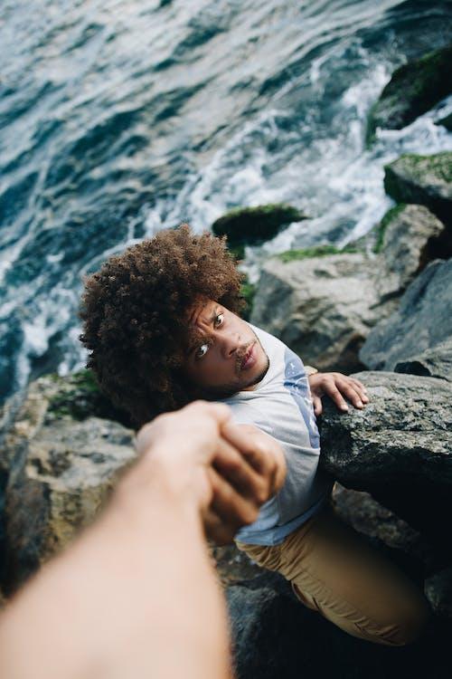 Foto profissional grátis de afro, água, ajuda, auxílio